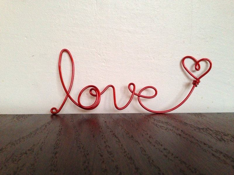 a LOVE word made of red wire is a cool idea for wedding decor in any season