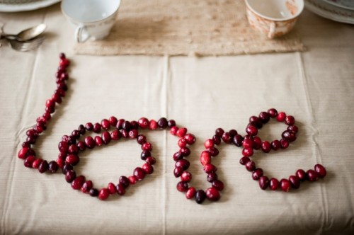 a LOVE garland of cranberries is a cute and cozy idea for a fall or winter wedding
