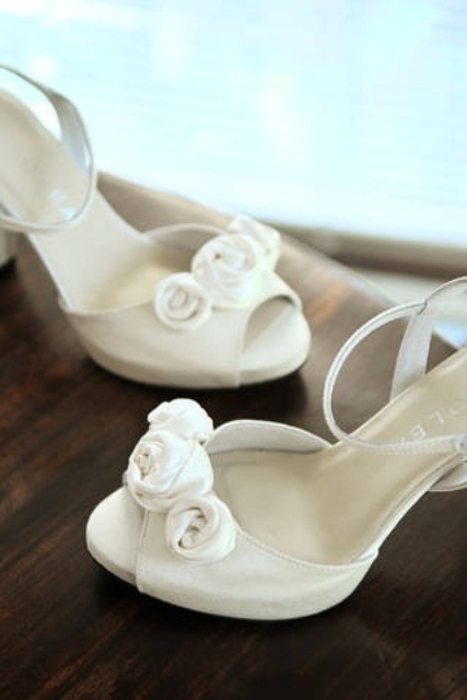 ivory peep toe shoes with fabric flowers and ankle straps look stylish and elegant