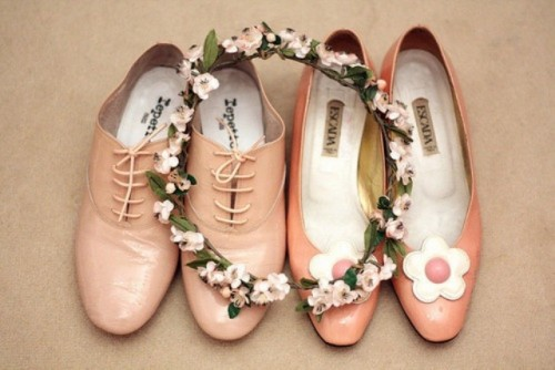 vintage pink shoes with flowers on them add romance and a soft touch of color to the look