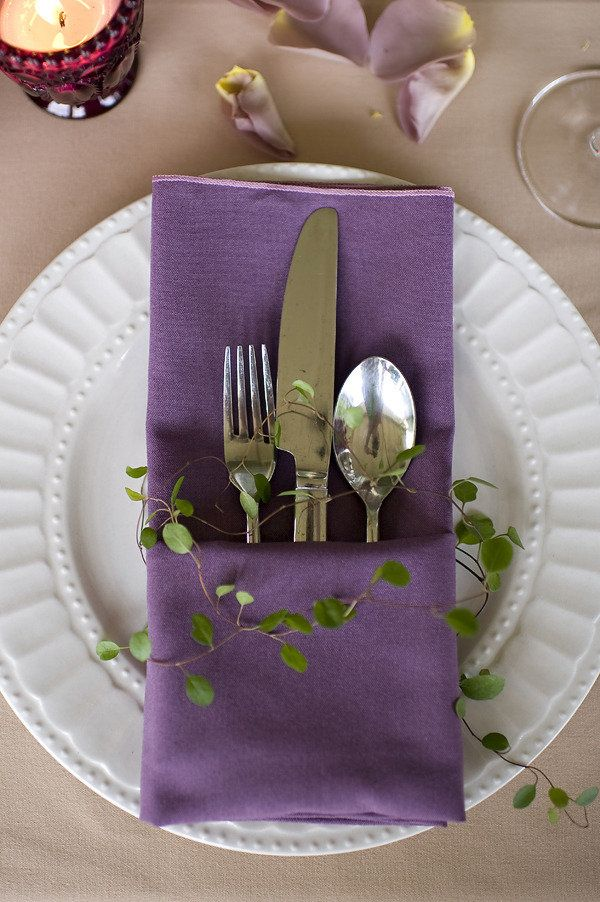 a greenery branch will easily refresh your place settings and will make them cooler and more spring like