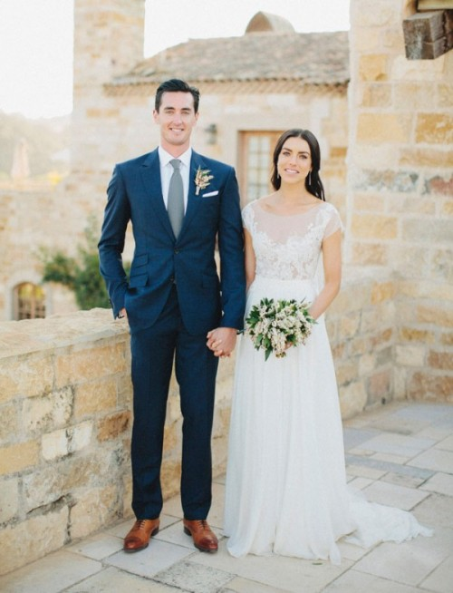 a chic navy suit, a white shirt and a grene tie plus brown shoes create a stylsih groom's look