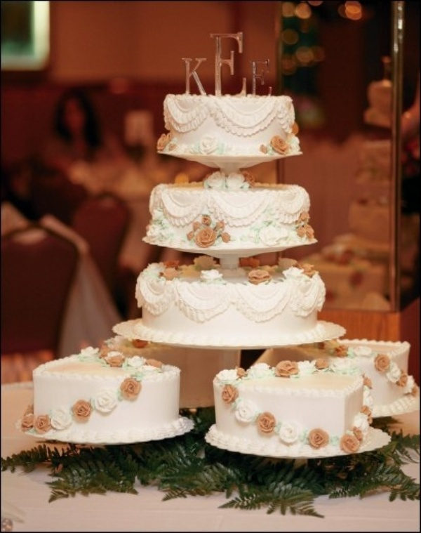 multiple wedding cakes ideas picture of how to display wedding cakes 27 17658