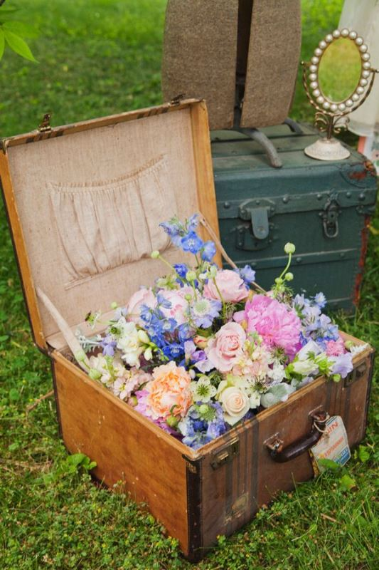 Picture Of how to use vintage suitcases in your wedding decor 30 clever ideas  23