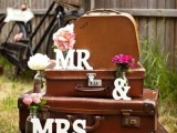 how-to-use-vintage-suitcases-in-your-wedding-decor-30-clever-ideas-27