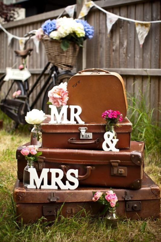 Picture Of how to use vintage suitcases in your wedding decor 30 clever ideas  27