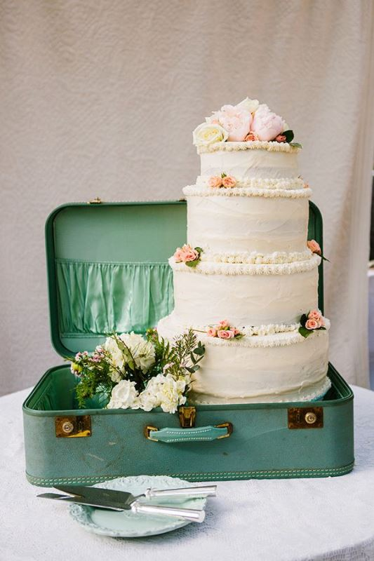 Picture Of how to use vintage suitcases in your wedding decor 30 clever ideas  9