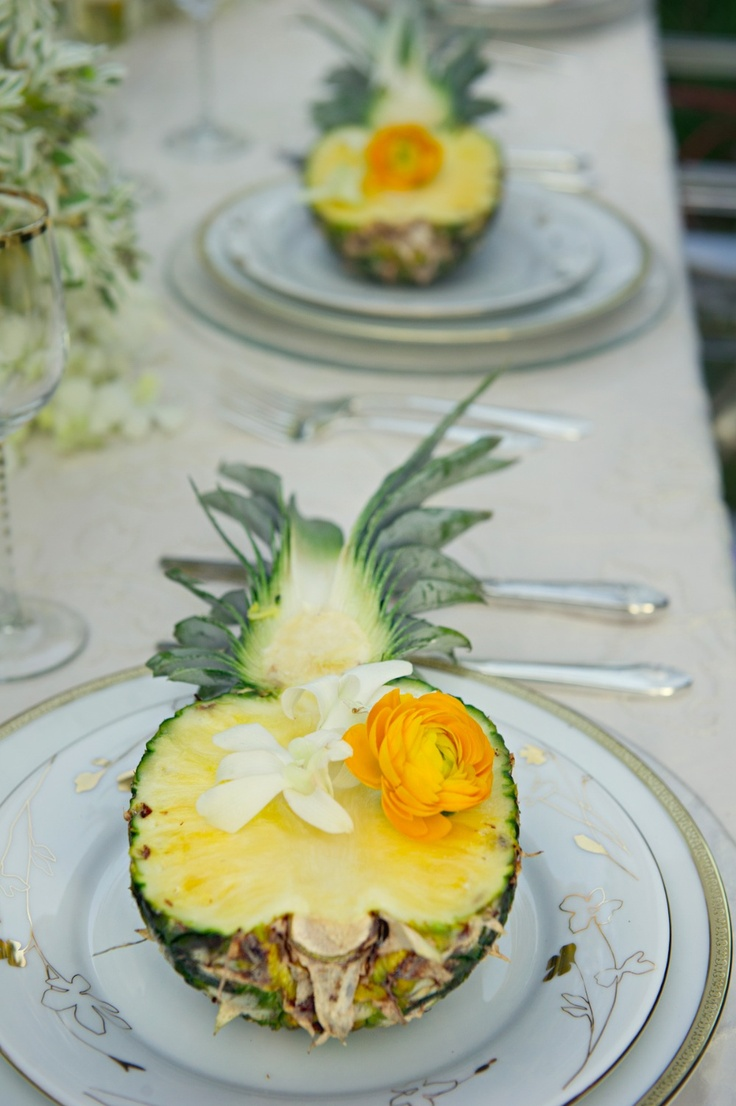 pineapples with blooms as a tropical wedding appetizer are perfect to embrace the location