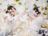 impossibly-cute-pillow-fight-love-shoot-9