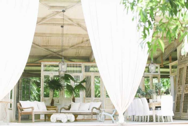 Picture Of intimate and glamorous hawaiian wedding inspiration  4