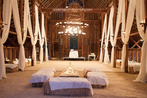 30 Intimate And Lovely Barn Wedding Reception Ideas