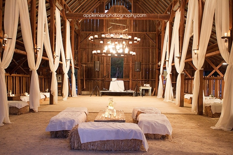 30 intimate and lovely barn wedding reception ideas weddingomania 30 intimate and lovely barn wedding reception ideas junglespirit Images