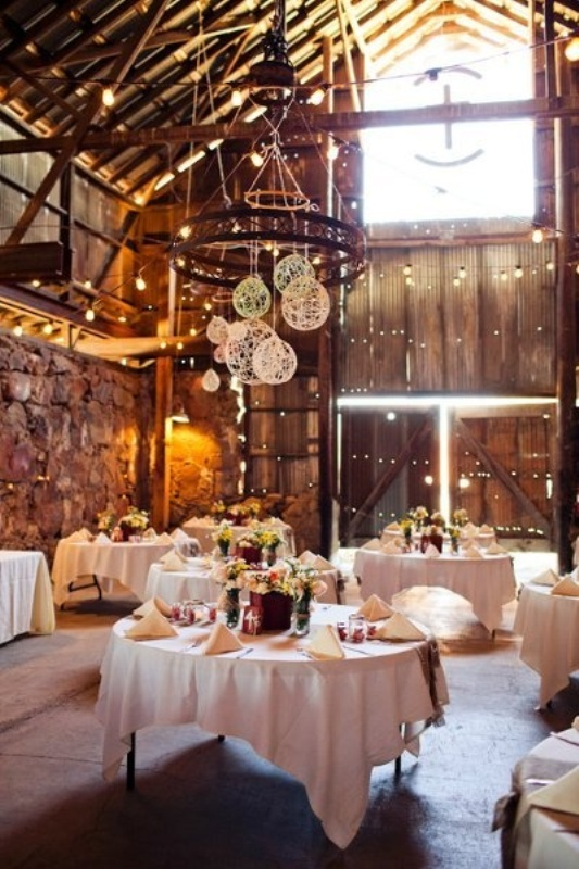 30 Intimate And Lovely Barn Wedding Reception Ideas - Weddingomania