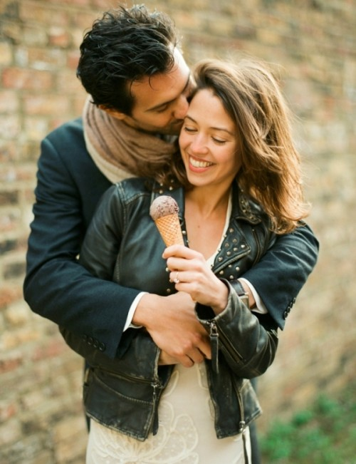 Joyful And Lovely Engagement Session In Italian Traditions