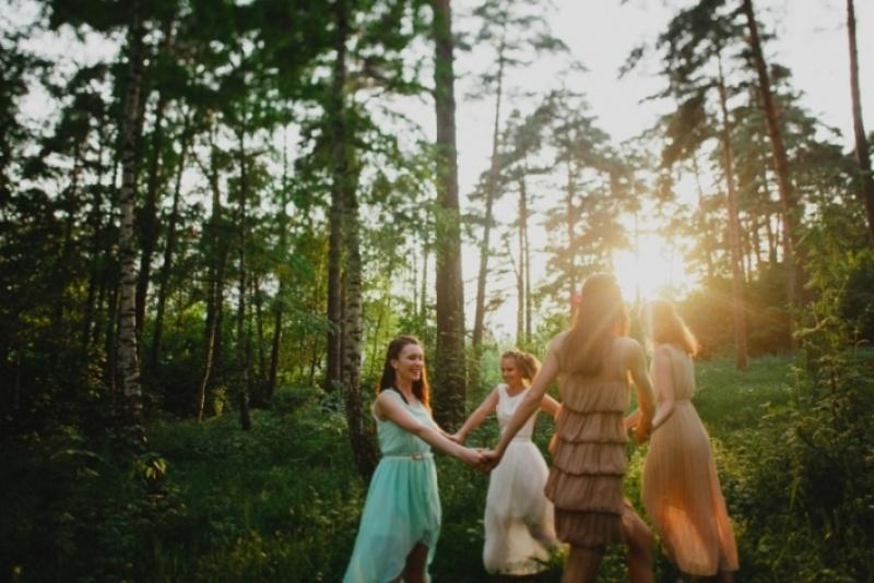 Picture Of joyful marsala woodland wedding inspiration  8