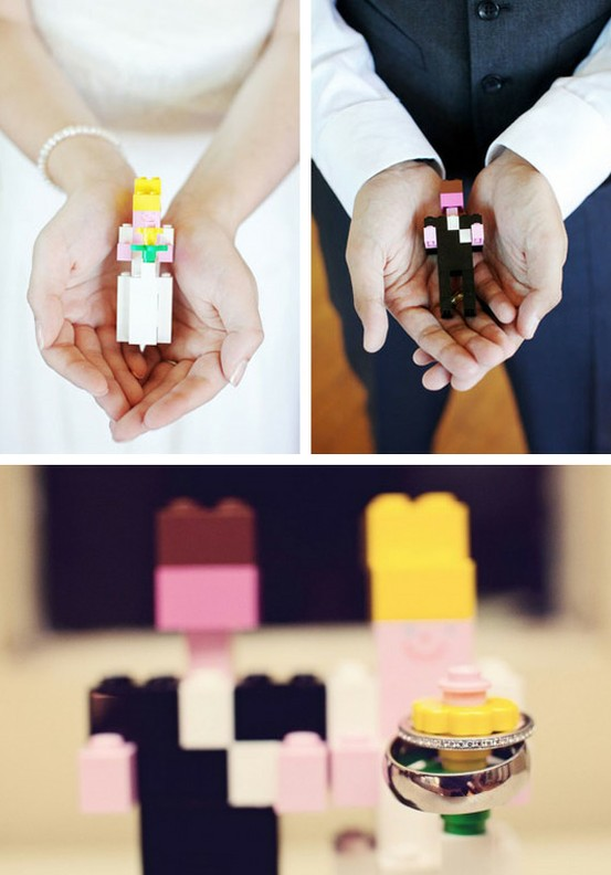 bright Lego figurines for wedding portraits and pics are a cool and fun idea to rock