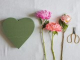 lovely-diy-fresh-flower-heart-2