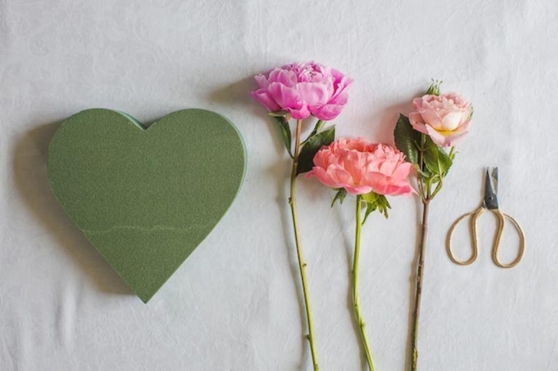 Picture Of lovely diy fresh flower heart  2