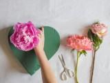 lovely-diy-fresh-flower-heart-3