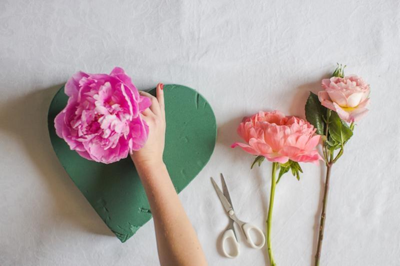 Picture Of lovely diy fresh flower heart  3