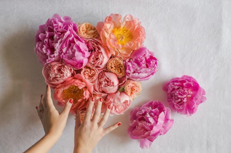 Picture Of lovely diy fresh flower heart  4