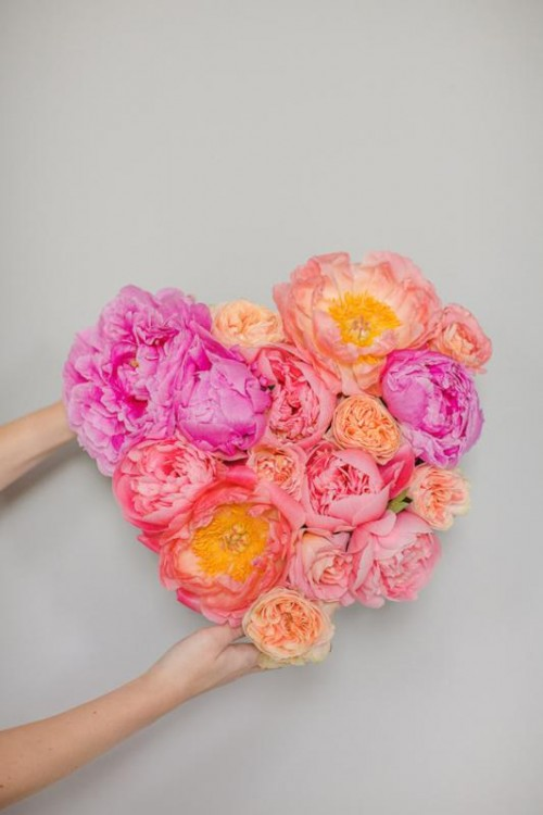 Lovely DIY Fresh Flower Heart For Wedding Decor