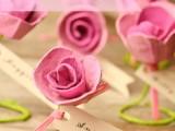 lovely-diy-paper-roses-wedding-escort-cards-1