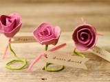 lovely-diy-paper-roses-wedding-escort-cards-2