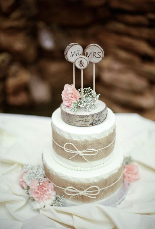 Rustic Wedding Cakes With Hessian