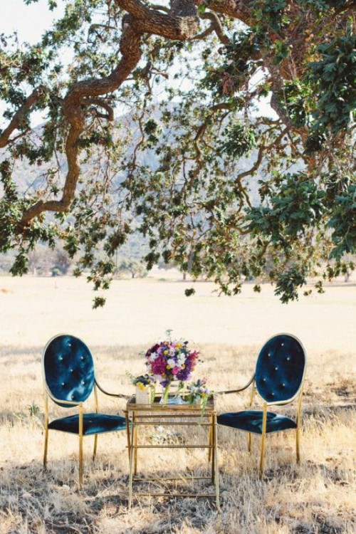 Luxurious And Refined Velvet Wedding Ideas