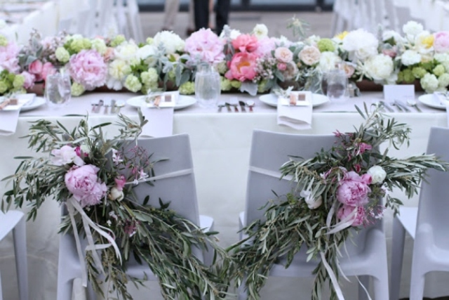 a neutral and pastel floral table garland can substitute any wedding centerpiece