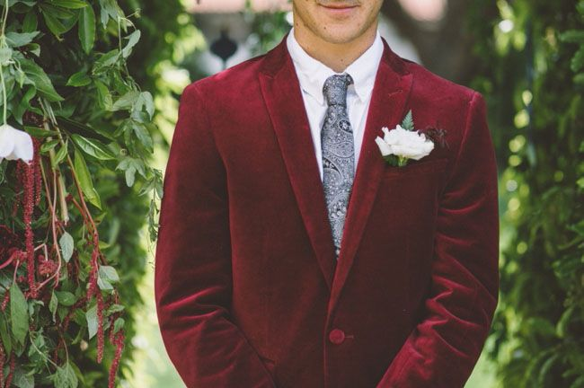 a marsala velvet blazer is a nice idea for a fall or a winter wedding, it will keep a groom warm and will catch the eyes with color