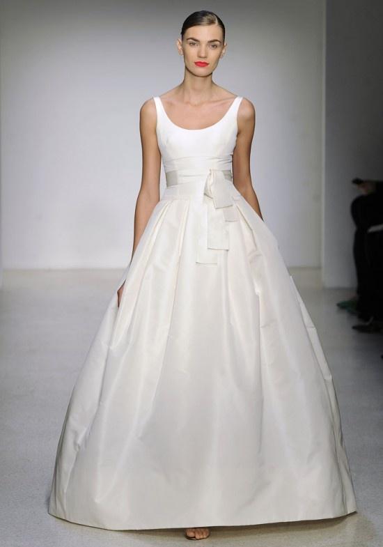 Minimal and elegant wedding dresses weddingomania