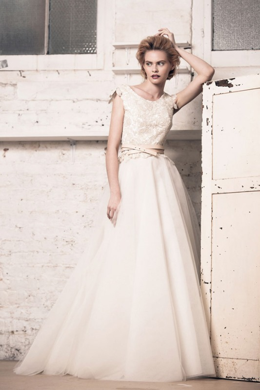 Picture Of modern and romantic muscat london 2016 bridal collection  15