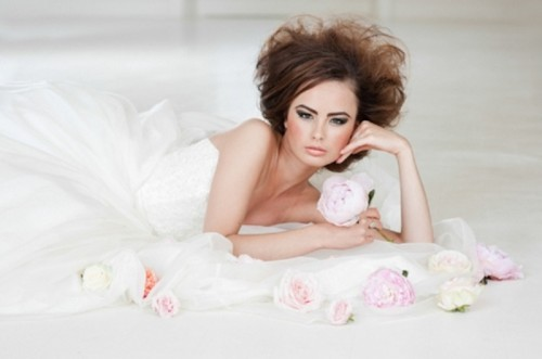 Pretty And Feminine Miss Dior Inspired Modern Bridal Shoot