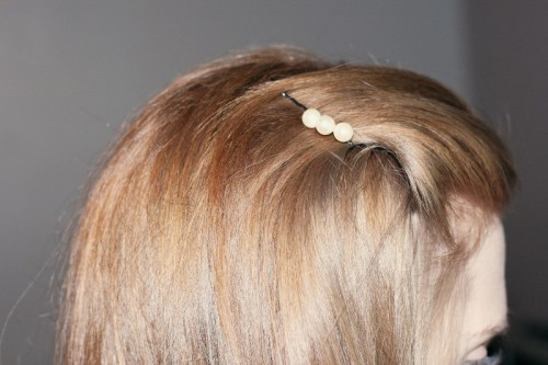 Pretty DIY Pearl Hairpins To Adorn Your Wedding Hairstyle
