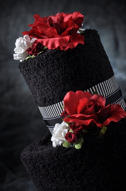 30 Red And Black Wedding Decor Ideas