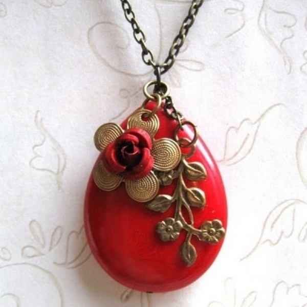 a red pendant with gold detailing is a chic idea for a bride or bridesmaids will be a cool vintage accessory