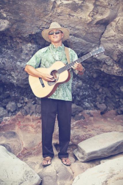 Relaxed Beach Wedding On A Hawaiian Island