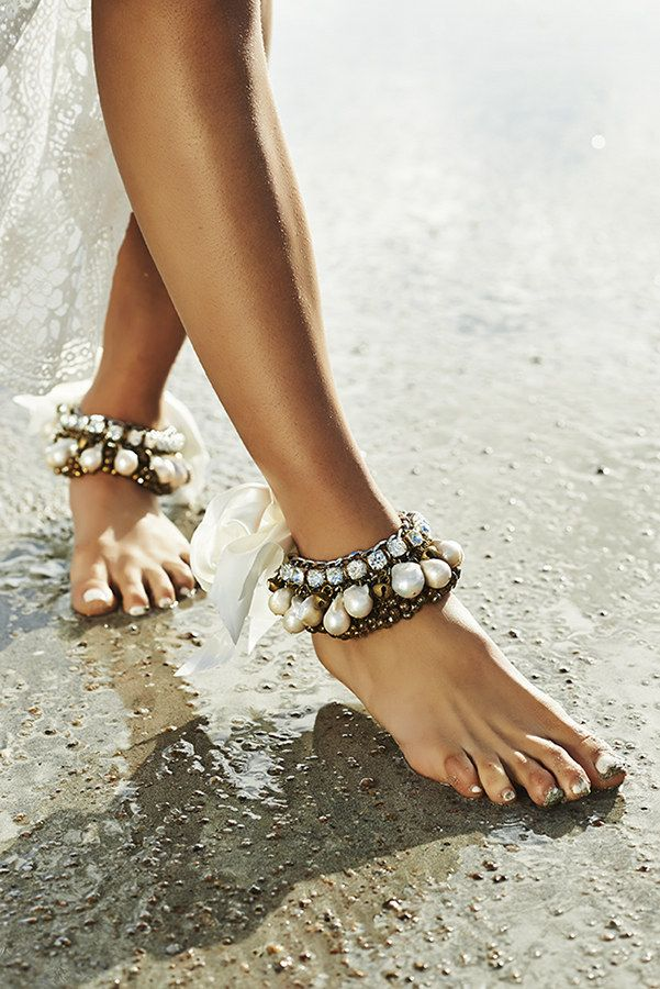 a boho beach bride can wear gorgeous pearl and embellished anklets in gypsy style, that's amazing for a boho beach wedding