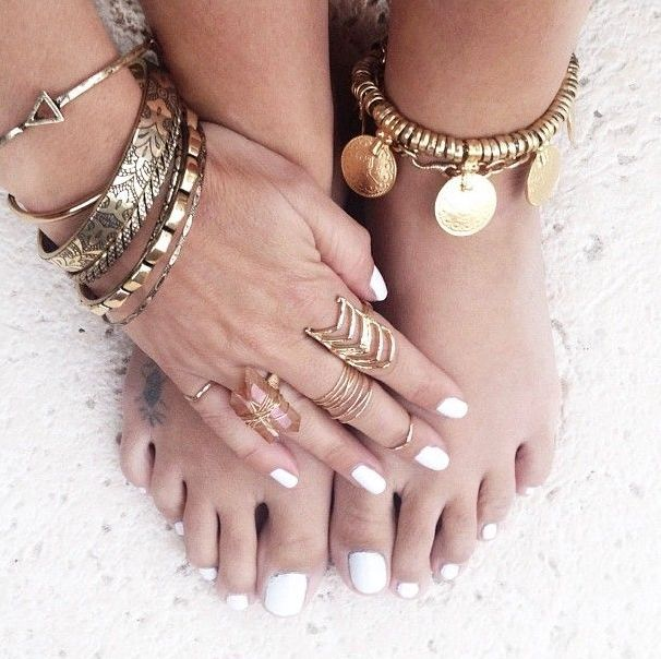 multiple bracelets, rings and anklets in boho and gypsy style are amazing to accessorize a boho beach bridal look