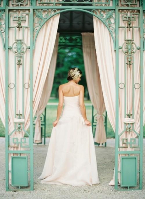 Romantic And Fresh Summertime Garden Wedding Shoot