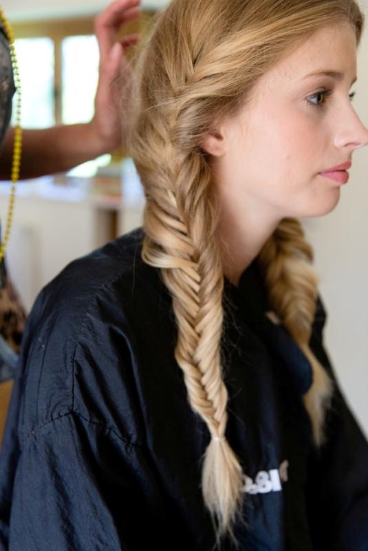 Romantic And Messy DIY Fishtail Braid Wedding Hairstyle - Weddingomania