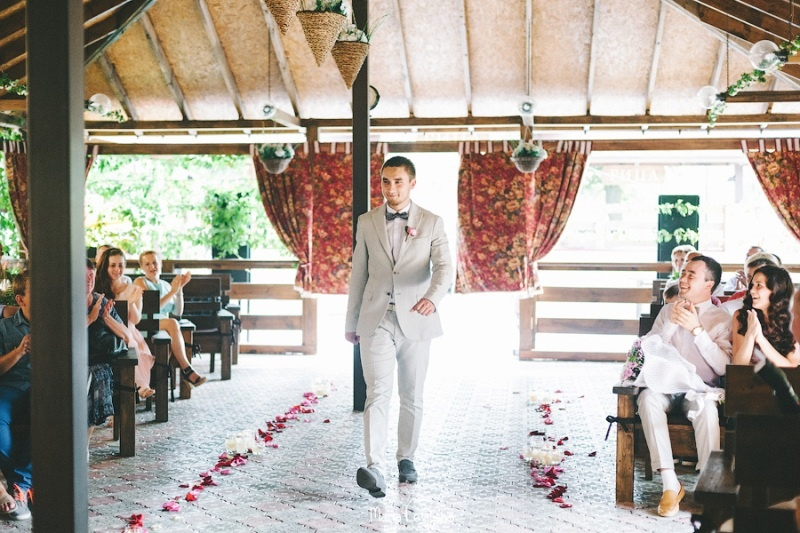 Picture Of romantic and sincere rustic summer wedding inspiration  20