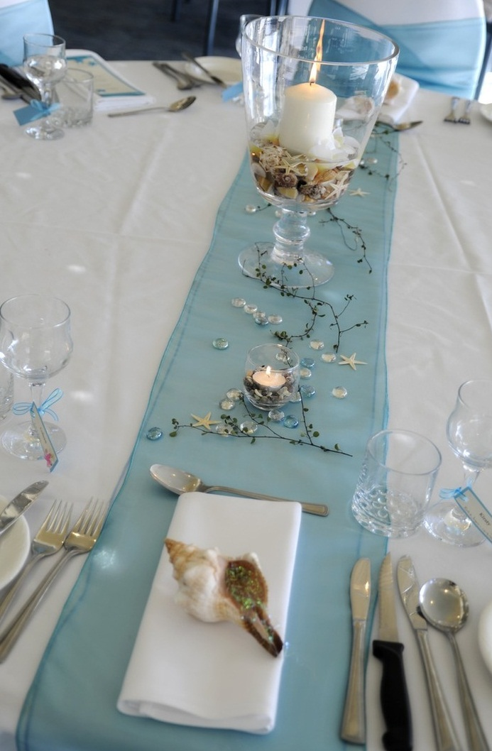 Picture of romantic beach wedding table settings - Deco table bleu ...