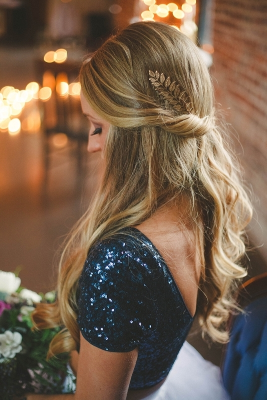 Picture Of romantic navy and gold fall wedding inspiration  11