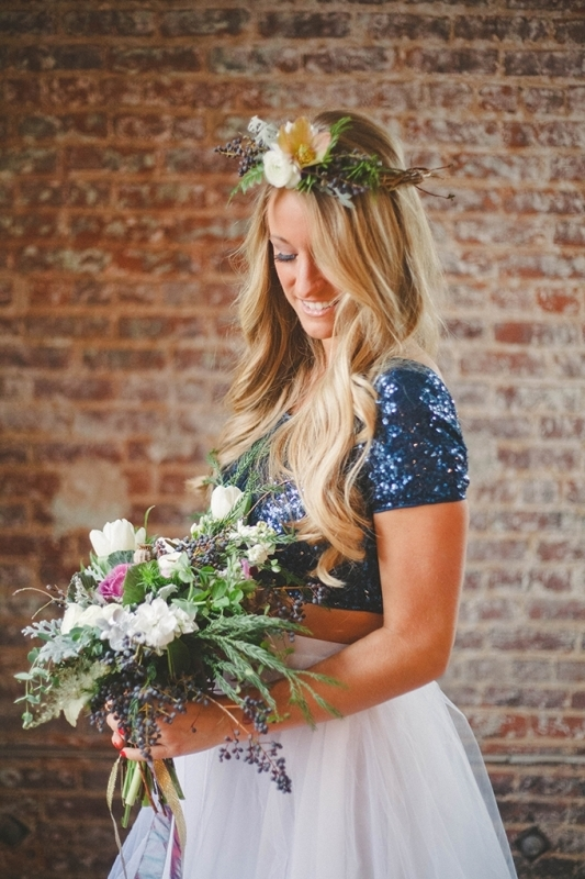 Picture Of romantic navy and gold fall wedding inspiration  2