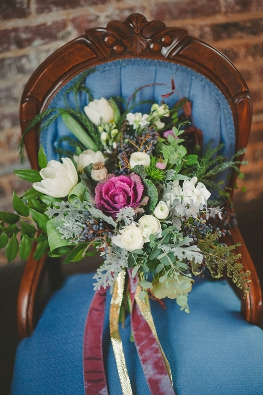 Picture Of romantic navy and gold fall wedding inspiration  5