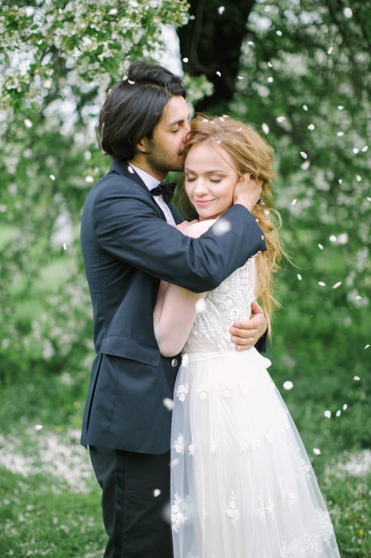Picture Of romantic white wedding inspirational shoot in a blossoming garden  1