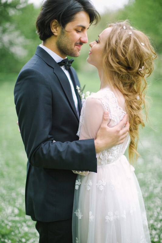 Picture Of romantic white wedding inspirational shoot in a blossoming garden  12